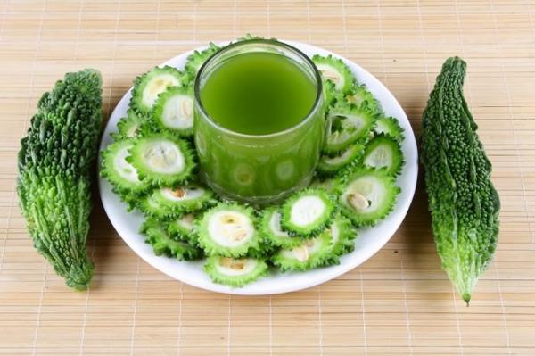 Mướp đắng chứa rất nhiều chất dinh dưỡng, nhiều gấp 2 lần beta - carotene có trong bông cải xanh, gấp đôi lượng canxi trong rau bina, hai lần potassium của chuối, các vitamin C, B1, B2, B3, phốt pho và chất xơ.