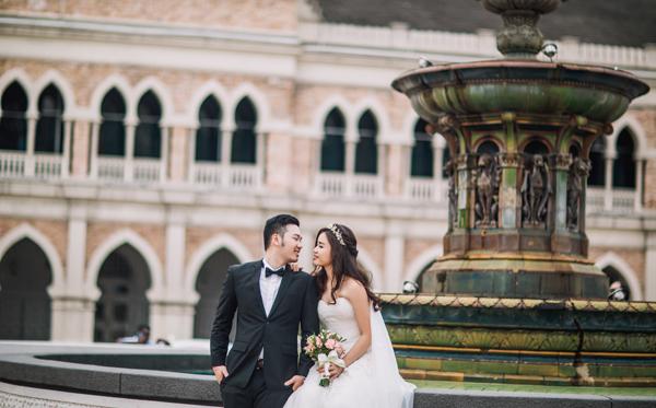 Cặp đôi giữ lửa tình yêu bằng cách liên lạc, trò chuyện hàng ngày. Cách nhau nửa vòng trái đất, tình yêu mãnh liệt đã giúp họ xóa tan khoảng cách địa lý, chênh lệch múi giờ và các nét khác biệt trong văn hóa.