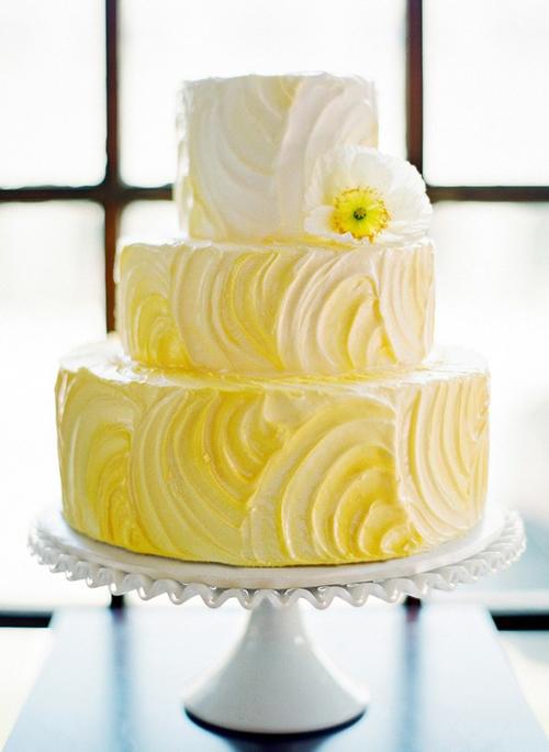 [Caption]Tông màu da cam thường tạo cảm giác chói nhưng nếu chuyển đổi màu sắc từ nhạt sang đậm, bánh sẽ gợi nét trang nhã, đáng yêu.