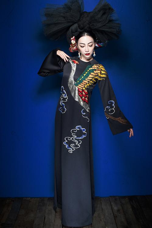 linh-nga-the-hien-quyen-luc-voi-vay-ao-hoa-tiet-rong-phuong-5