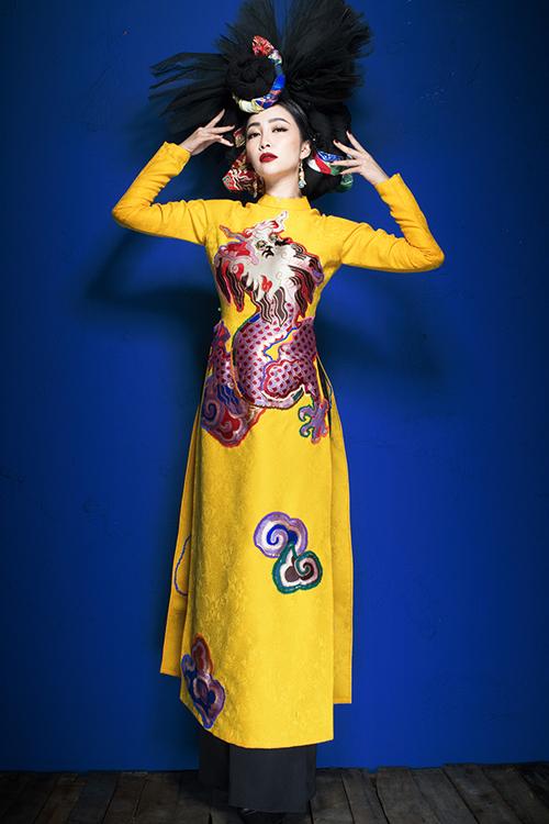 linh-nga-the-hien-quyen-luc-voi-vay-ao-hoa-tiet-rong-phuong-6