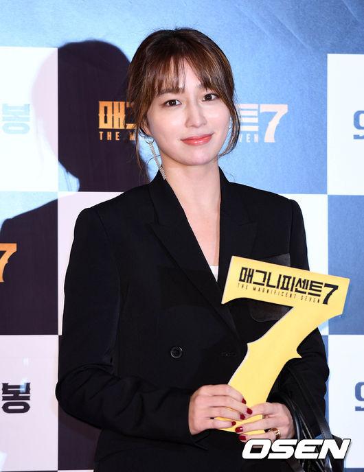 lee-min-jung-giup-chong-vuc-lai-ten-tuoi-sau-scandal-tinh-ai