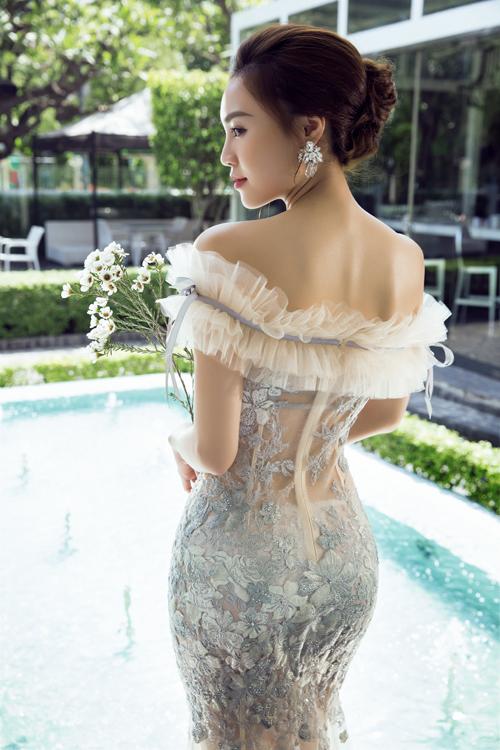 Lan Ngọc quyến rũ với váy dạ tiệc