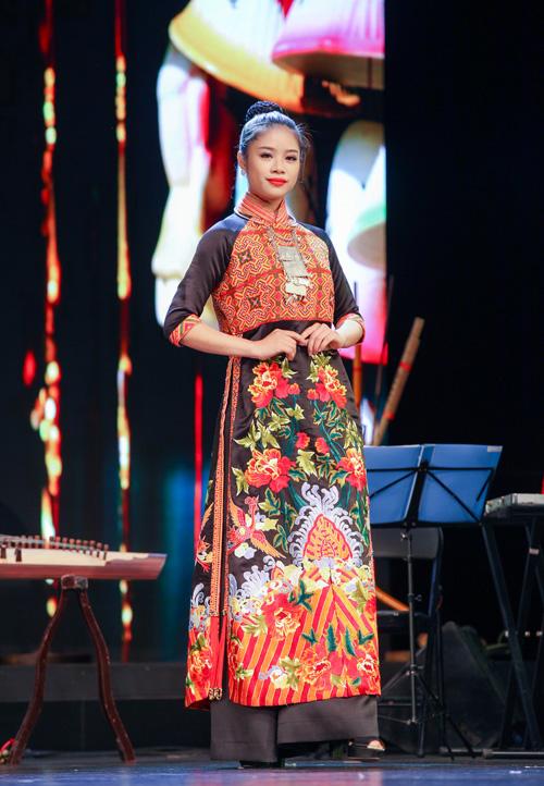 ao-dai-lan-huong-chinh-phuc-khan-gia-tai-bac-kinh-1