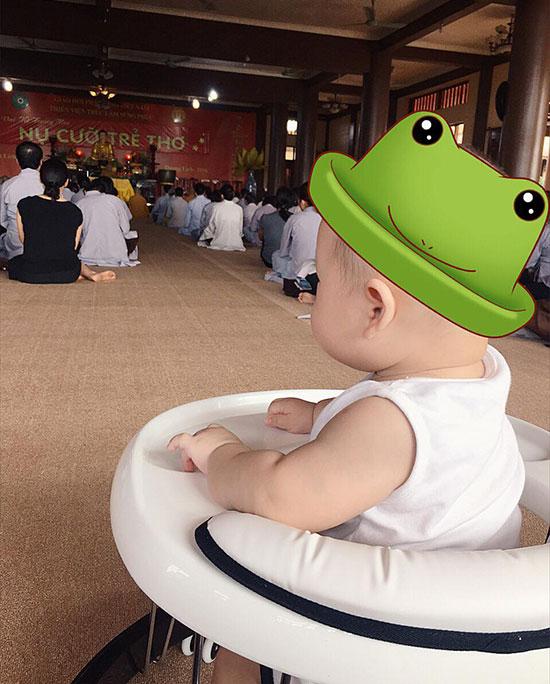 ly-kute-dua-con-trai-len-chua-nghe-giang-dao
