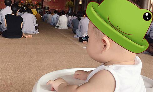 Ly 'Kute' đưa con trai lên chùa nghe giảng đạo