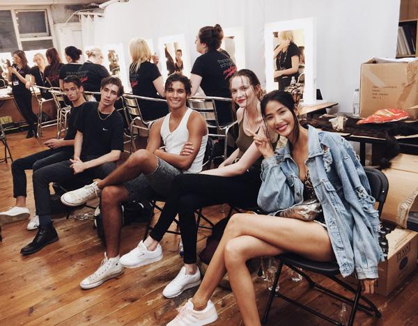 hoang-thuy-lo-nguc-tren-san-dien-london-fashion-week-1