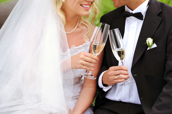 bride-groom-toasting-champagne-5296-5743