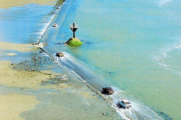 Con đường biển kỳ lạ chỉ xuất hiện hai lần trong ngày