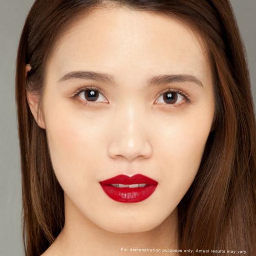 Với làn da châu Á, sắc son đỏ bóng gợi đến vẻ đẹp cổ điển, truyền thống.