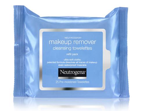 Kim sử dụng khăn giấy tẩy trang Neutrogena Face Wipes để làm sạch da trước khi trang điểm. Sản phẩm có giá 5 Bảng (khoảng .