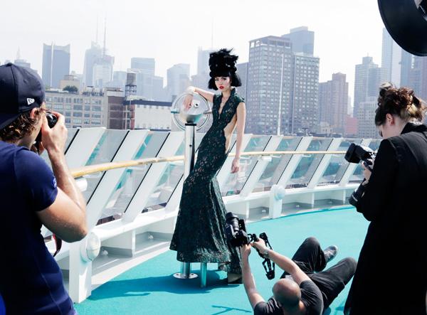Hậu trường buổi chụp hình của Jessica Minh Anh ở New York