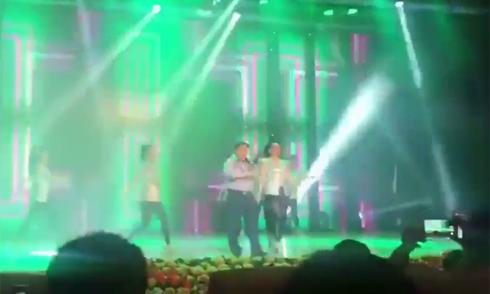 Phó tổng giám đốc Viettel hát 'Chúng ta không thuộc về nhau'