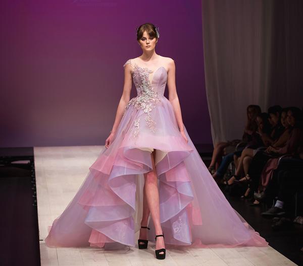 ha-kieu-anh-lam-vedette-o-canada-fashion-week