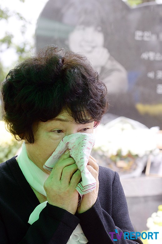 me-choi-jin-sil-nghen-ngao-ben-mo-con-gai-2