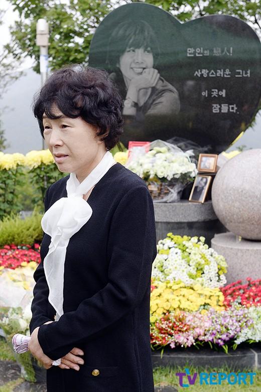 me-choi-jin-sil-nghen-ngao-ben-mo-con-gai-4