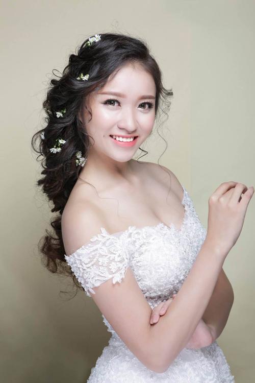 [Caption]Phong cách trang điểm tự nhiên mang đến cho cô dâu vẻ xinh xắn mà vẫn giữ được những nét đẹp tự nhiên vốn có.