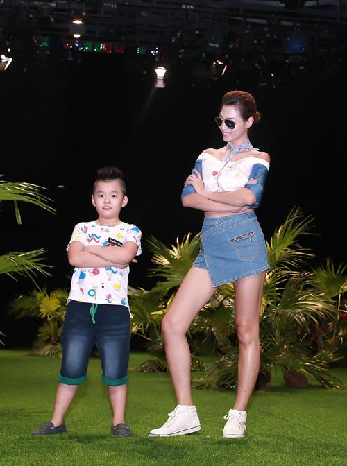 thiet-ke-jeans-doc-dao-cho-ca-nguoi-lon-va-tre-em-9