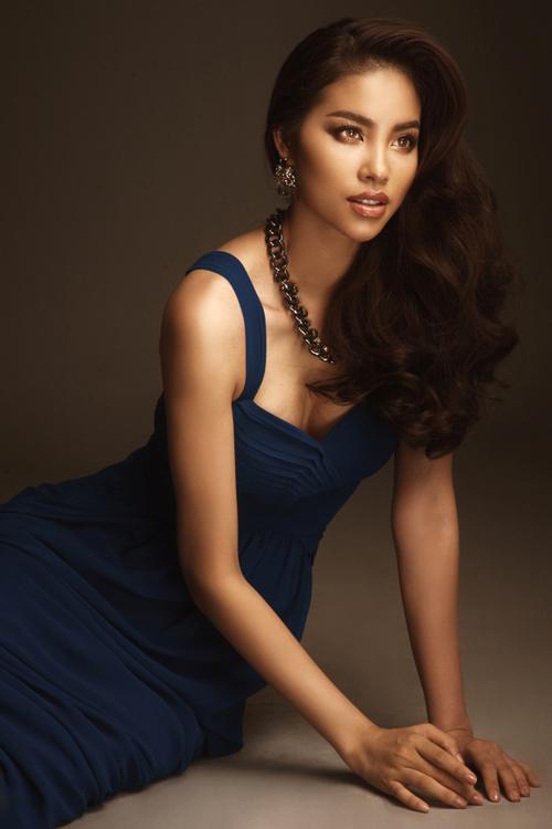 pham-huong-khoe-anh-sexy-ky-niem-mot-nam-dang-quang-10
