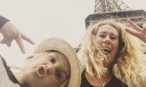 Mẹ đơn thân bỏ việc đi du lịch vòng quanh thế giới cùng con gái