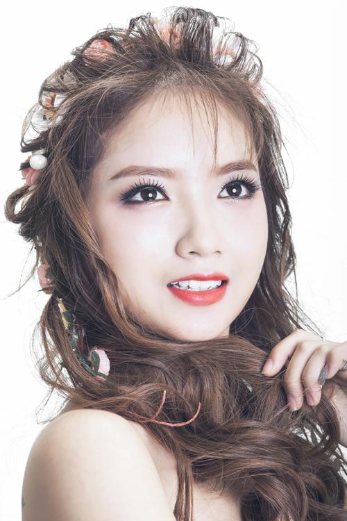 [Caption]Bộ ảnh được thực hiện với sự hỗ trợ của Makeup: Thuý Vân, Stylist: Trang Sun Video : Thụy Đỗ Model: Hương