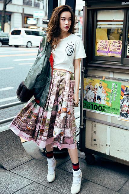 Street style trẻ trung của Hồ Ngọc Hà trên phố Tokyo