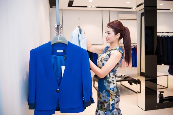 Chọn đồ thời trang cùng cựu người mẫu Thúy Hằng