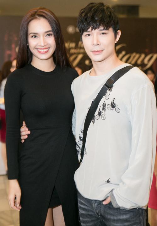 Quỳnh Thy tái xuất, đi xem nhạc kịch cùng Nathan Lee