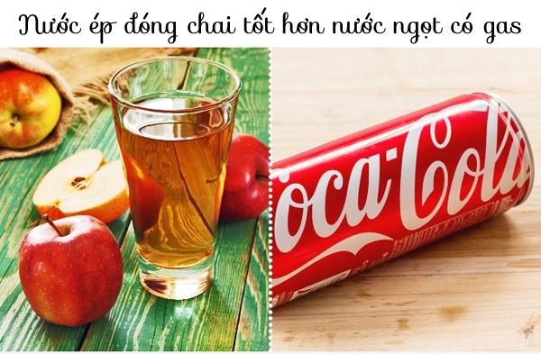 Trên thực tế, nước ép hoa quả đóng chai chứa nhiều đường và năng lượng hơn nước ngọt có gas. Một lon nước táo ép 250 ml chứa 115 calo trong khi một lon coca cola trọng lượng tương tự chỉ chứa 95 calo.