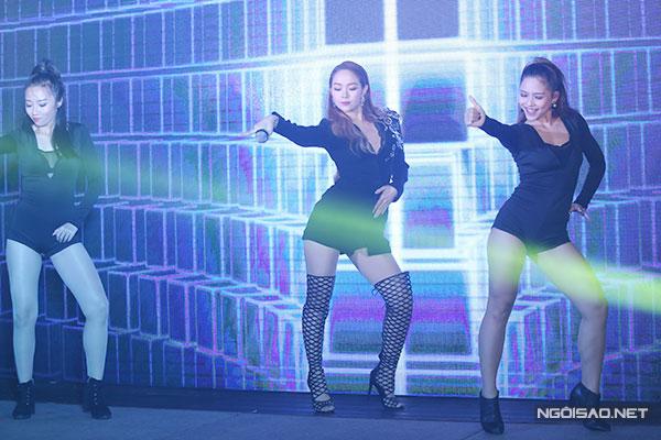 minh-hang-dien-vay-ngan-xe-co-sau-di-su-kien-3