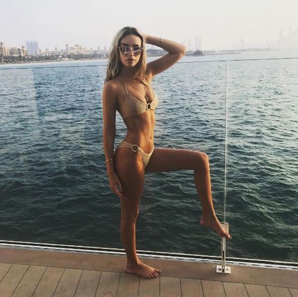 Trên trang cá nhân, Ruby Mae thường xuyên khoe ảnh chụp với bikini, khéo khoe đường cong nóng bỏng.