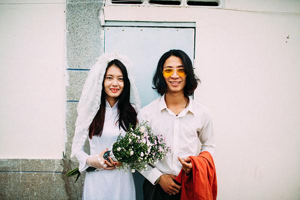 [Caption]Sau 3 năm gắn bó, cặp đôi vừa dễ thương lại vừa có tâm hồn nghệ sĩ Nguyễn Văn Long  (1994) và Nguyễn Thị Thu Hiền (1997) đã cùng nhau thực hiện một bộ ảnh kỷ niệm tình yêu và cũng là ảnh cưới tại quê hương Nha Trang.
