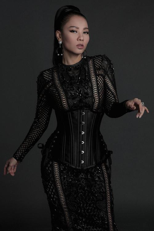 angela-phuong-trinh-mac-sexy-ben-dan-my-nhan-7