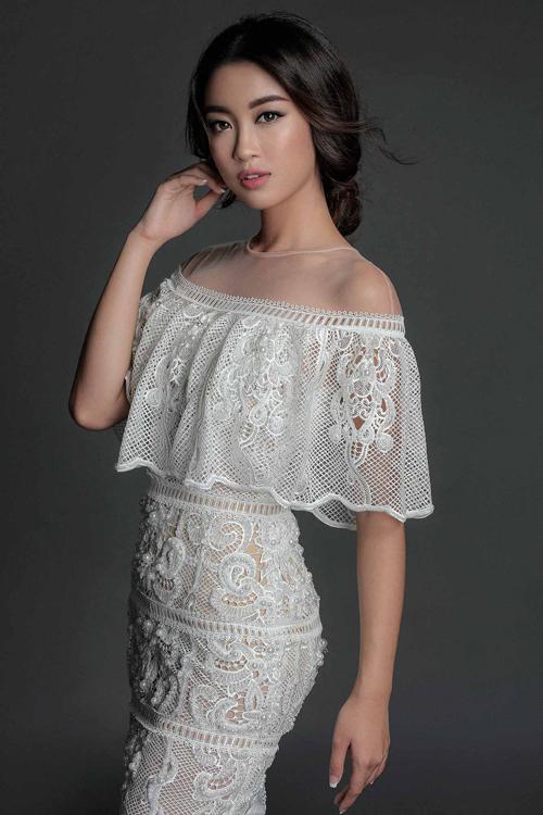 angela-phuong-trinh-mac-sexy-ben-dan-my-nhan-2