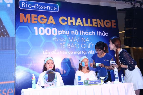mega-challenge-thach-thuc-hon-1400-phu-nu-ty-sach-mat-na-te-bao-chet-5