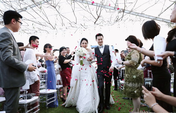 http://img.f21.ngoisao.vnecdn.net/2016/10/19/axioo-jason-faustine-wedding-b-7663-3813-1476876712.jpg