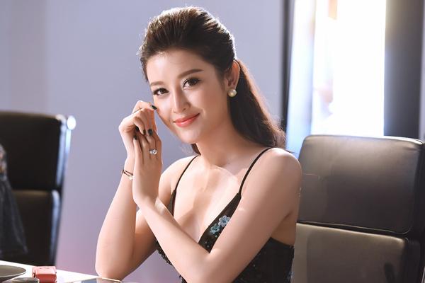 van-mai-huong-ngo-lo-ban-trai-cu-tai-su-kien-7