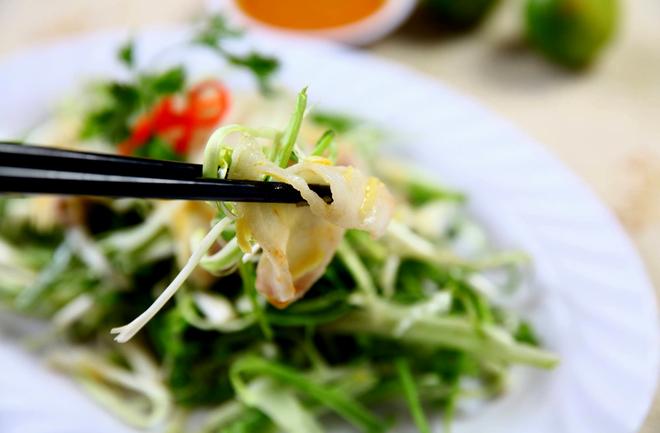 Món gỏi cá nổi tiếng 30 năm từ một lần lỡ tay của đầu bếp