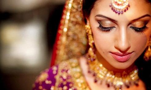 Khám phá bí quyết làm đẹp kết hợp tâm linh của cô dâu Ấn Độ