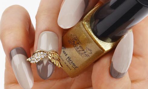 22 mẫu móng tay đính phụ kiện kim loại cho cô dâu