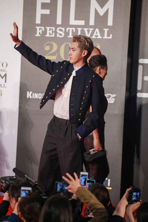 Ngô Diệc Phàm (giữa) là ngôi sao trẻ đang được yêu thích trong khu vực châu Á. Anh xuất thân là thành viên nhóm nhạc EXO nhưng nay hoạt động điện ảnh nhiều hơn.