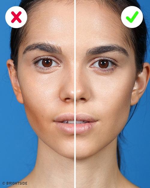 Tán phấn tạo khối không kỹ khiến khuôn mặt chia thành từng mảng rõ rệt, không tự nhiên.