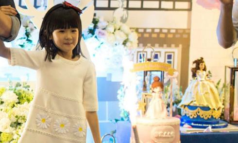 Tiệc sinh nhật đẹp như cổ tích của con gái Lục Nghị