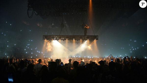 Miranda Kerr khoe eo thon khi đi xem ca nhạc với bồ tỷ phú