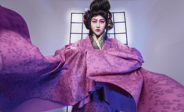 phi-thanh-van-dien-kimono-hoa-nang-geisha