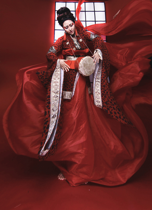 phi-thanh-van-dien-kimono-hoa-nang-geisha-5