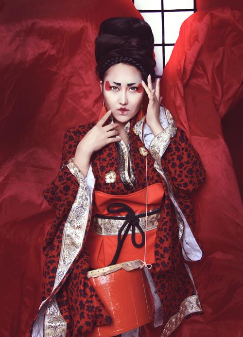phi-thanh-van-dien-kimono-hoa-nang-geisha-7