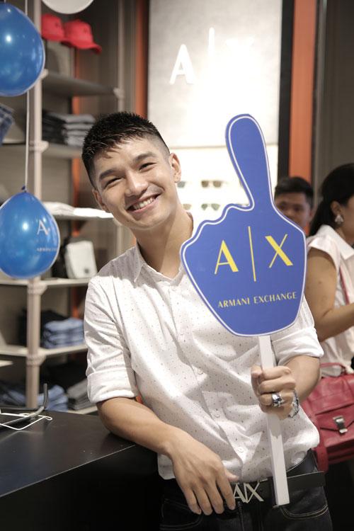 Ca sĩ Cường 7 chọn cho mình bộ trang phục A/X để biểu diễn trong sự kiện