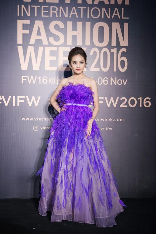 Tố Như, top 10 Hoa hậu Việt Nam 2016 vai trần nuột nà.