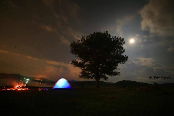 Một đêm cắm trại ở đây để cảm nhận vẻ đẹp thơ mộng của khung cảnh thiên nhiên.